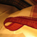 Vers les lungis de l' Inde : C'est une pièce de tissu non cousue, dont les hommes ceignent leurs reins. Ces lungis sont typiques des si légers tissages de coton du Kerala. La bordure brochée or est réservée aux grandes occasions. Chez nous, ils peuvent voiler les fenêtres…