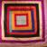 Vers les patchworks de l' Inde: Celui-ci, le plus riche, n'est fait qu'avec des brocarts de soie et or du Nord de l' Inde. Ces rutilants patchworks du Sud (IMAD 1 et 3), sont fabriqués en quelques heures dans un étourdissant vacarme de dizaines de machines à coudre à pédales, avec toutes les chutes journalières des soies sauvages utilisées pour la confection des vêtements.
