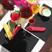 Vers So Chic, une ligne de linge de table tissée main en Inde : des sets de table, des nappes en carreaux madras : Une nappe et ses serviettes dans un sac :3 tailles, 6 couleurs (8 combinaisons différentes). 100% coton. Lavage machine 40°. un artisan indien vous remercie.