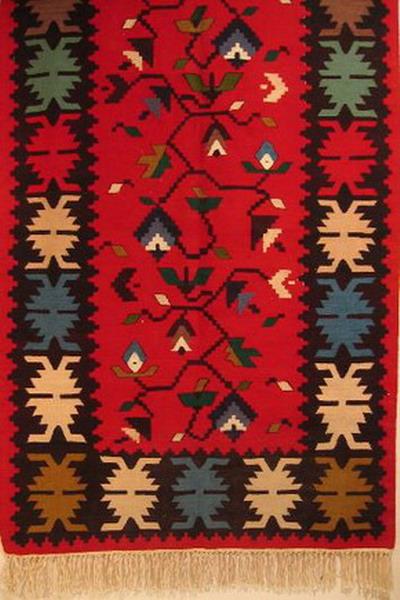 tapis kilim coton laine decor floral fond rouge bulgarie