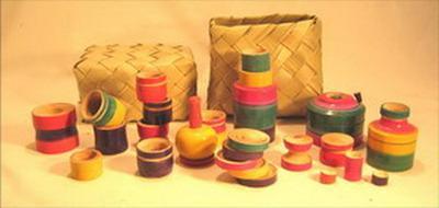jouet dinette de vaisselle traditionnelle dans panier paille bois inde