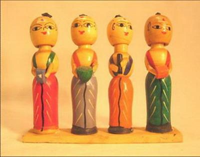 jouet 4 poupees orchestre brahmanes musiciens tetes a ressort bois inde