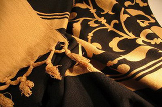 nappe coton impression tampon decor floral noir beige tisse main inde