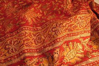 nappe coton kalamkari impression tampon decor floral rouge jaune tisse main inde