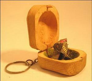 porte clé boite bois serpent papier qui oscille inde