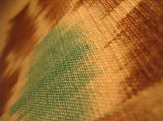 nappe couvre lit ikat detail marron bleu vert tisse main inde