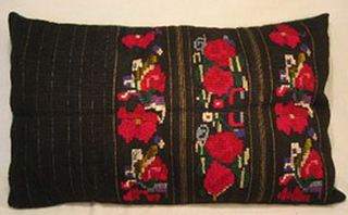 coussin tablier ancien laine tisse main rebrode fleurs bulgarie