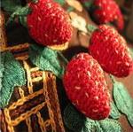 coussin ancien noir brode decor panier de fraises en pompons detail bulgarie