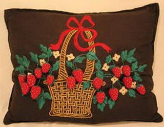 coussin ancien noir brode decor panier de fraises en pompons bulgarie