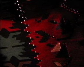 tapis kilim coton laine decor floral fond rouge detail des jours bulgarie