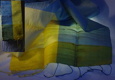 etole soie sauvage tissee main effet chatoyant bleu pastel jaune pastel cambodge