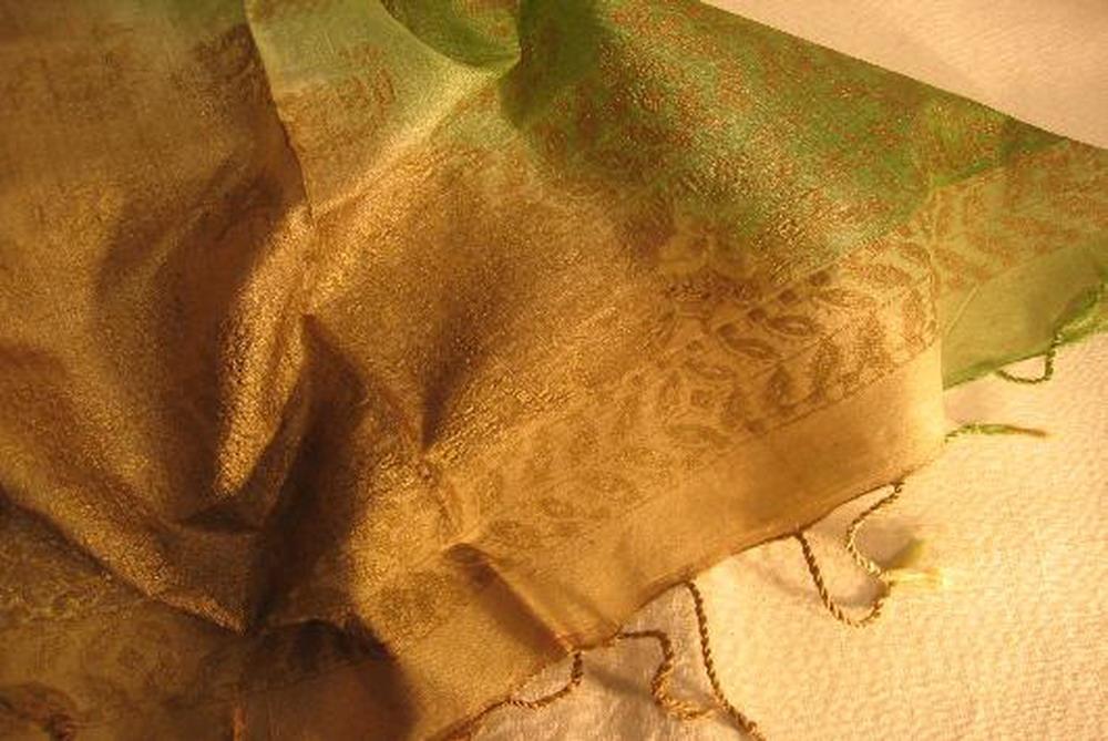 chale soie tisse main impression au tampon vert or inde