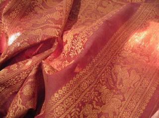 sari coton broche effet chatoyant tisse main rose or inde